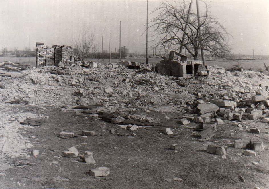 Kalna ķivutu kūts paliekas palika dzelmē augšpus Rīgas HES 3. turbīnas.